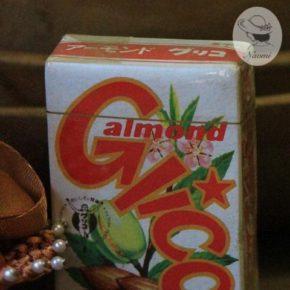 アーモンドグリコの昭和レトロなパッケージ