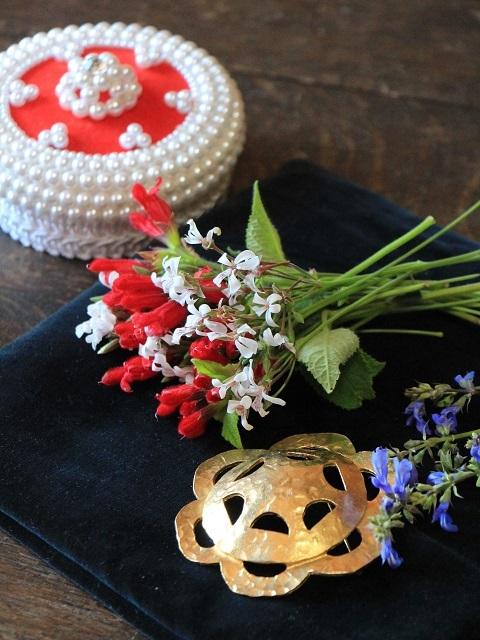 紅白の色合い花摘み