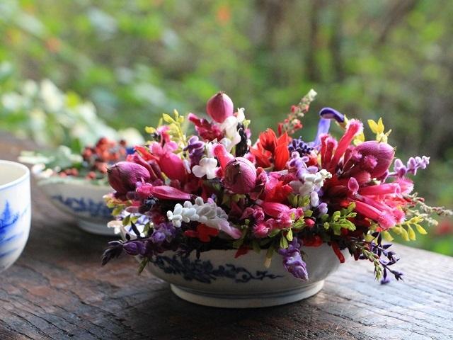 庭の花を食卓に