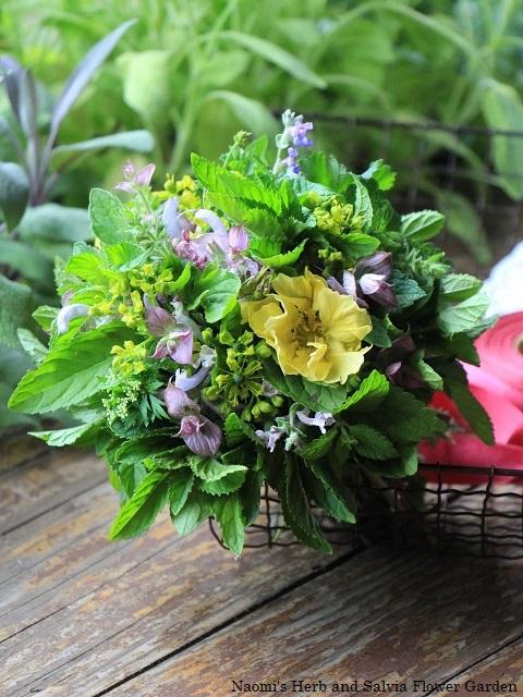小さなハーブの花束