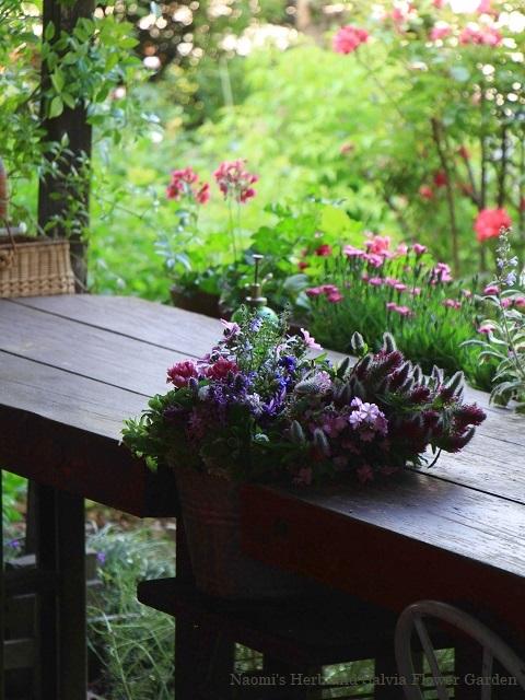庭の花をテーブルフラワーに