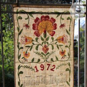 1972年のカレンダーティータオル - 大きな花