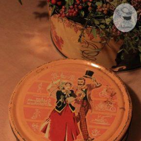 古いキャンディー缶