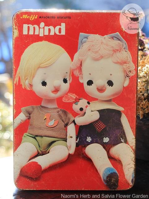 明治マインドビスケットの缶 ポーズ人形