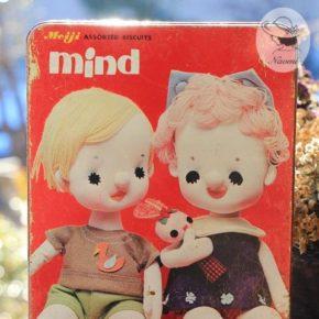 明治マインドビスケットの缶② - ポーズ人形