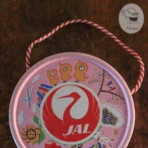 JAL ギブアウェイ - お菓子の入った紙箱
