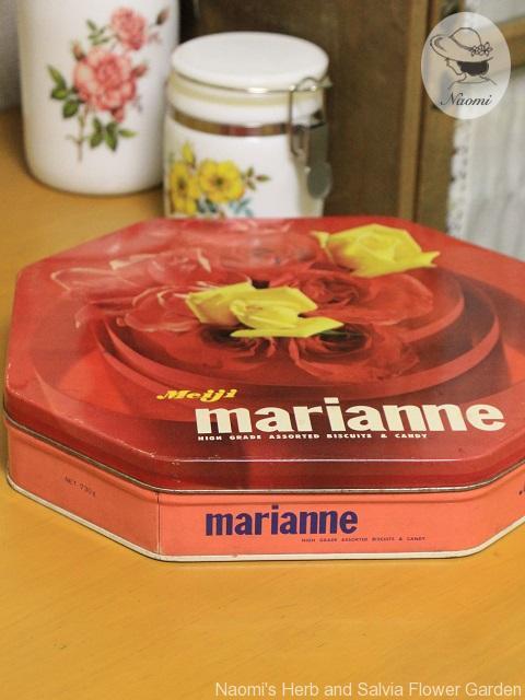 明治マリアンヌビスケットの缶