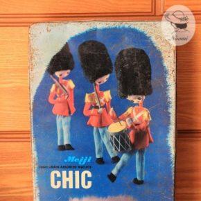 明治シックビスケットの缶② – 兵隊さんのポーズ人形