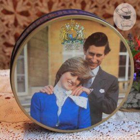 ハントリー&パーマーズの缶 1981年チャールズ皇太子とダイアナ妃