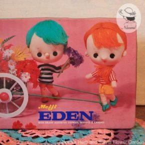 明治エデンビスケットの缶⑤ - 花とポーズ人形