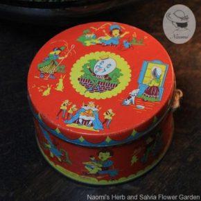 ビンテージのトフィー缶 - マザーグースのナーサリーライムの絵柄