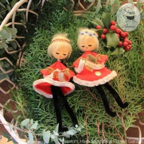 懐かしいクリスマスオーナメント③ - クリスマスキャロルを歌うお人形