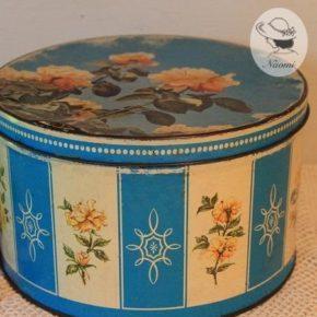 ハントリー&パーマーズのビンテージ缶 – 薔薇