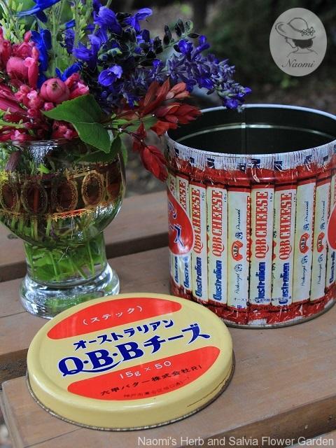 オーストラリアン Q・B・Bチーズの缶