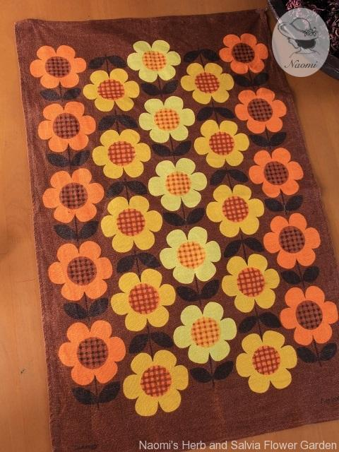 Retro Flowers Dunmoy Vintage Tea Towel レトロな花のティータオル